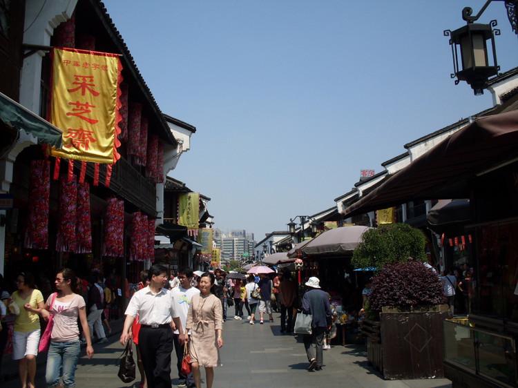 Con phố đi bộ Qinghefang là thiên đường mua sắm ở Hàng Châu