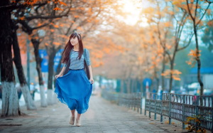 beautiful-asian-girl-walking-in-autumn