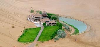 Nguyệt Nha Tuyền – Trăng Trên Sa Mạc